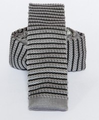 Prémium  kötött nyakkendő - Szürke-fekete csíkos Kötött nyakkendők